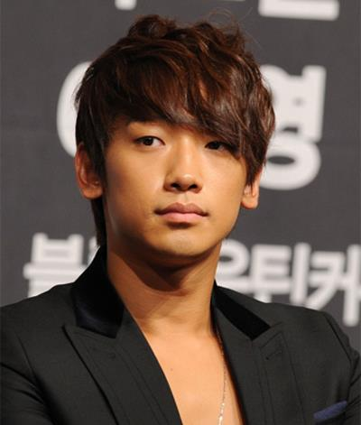 Bi Rain bị chỉ trích vì hẹn hò thường xuyên với Kim Tae Hee trong thời gian tại ngũ