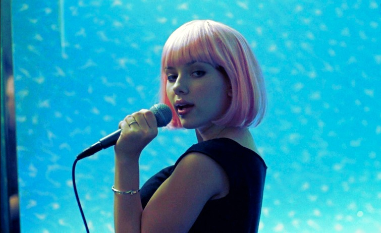 scarlett-johansson-lost-in-translation-pink-wig-karaoke-portable