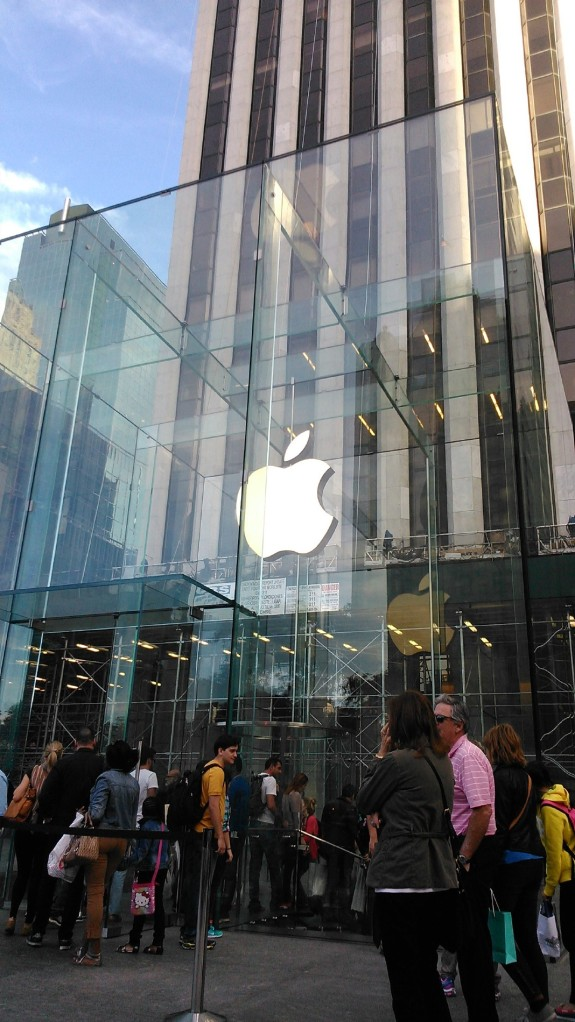 18 Apple Store o My luc nao cung dong nghet nguoi