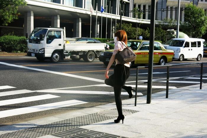 Một cô gái duyên dáng mình tình cờ bắt gặp ngoài phố