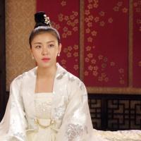 Ha Ji Won tuyệt đẹp trong trang phục hoàng gia