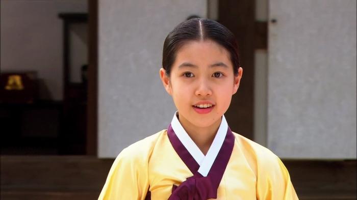 Shim Eung Kyung trong vai Hwang Jin Yi thời trẻ