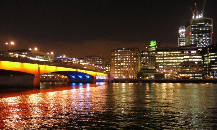 London Bridge by night - mời quý vị tùy nghi sử dụng với điều kiện trả tiền nhuận ảnh :))