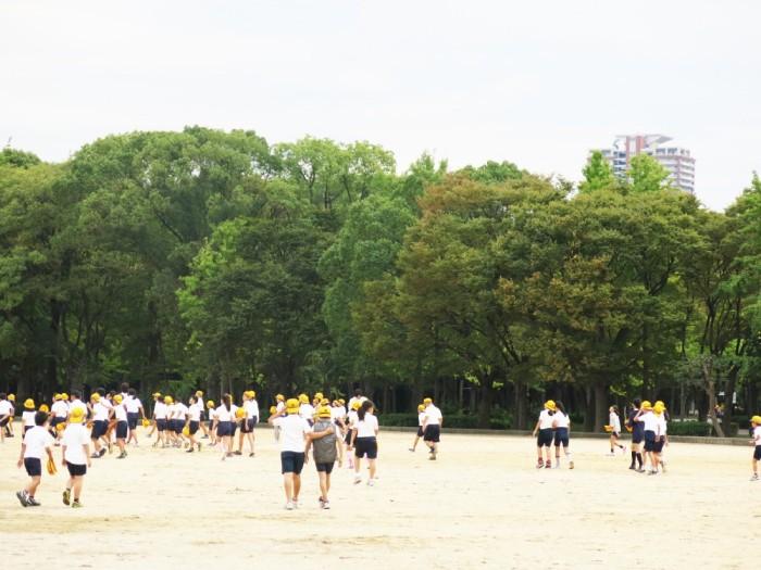 Sân chơi trong khuôn viên công viên ngoài thành Osaka