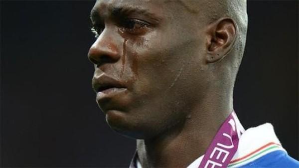 Khi đàn ông khóc, thì dù cho đó là Balotelli và đội Ý, tôi cũng phải động lòng. (politicalblindspot)