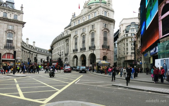 Piccadilly Circus dia danh noi tieng nhat nhi London