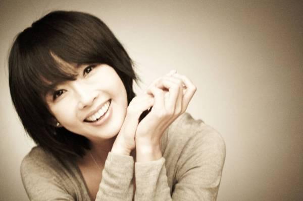 Nữ diễn viên nổi tiếng Choi Jin-Sil treo cổ tự sát trước thềm tuổi 40 vào tháng 10, 2008. Nguyên nhân là do những áp lực từ các tin đồn trên mạng cho rằng Choi là chủ nợ một khoản vay nặng lãi dẫn đến vụ tự sát của một người bạn thân của cô. Một năm ruỡi sau đó, em trai Choi Jin-Sil là Choi Jin Young cũng treo cổ tự tử. Hơn 4 năm sau, chồng cũ của Choi Jin-Sil là cựu cầu thủ bóng chày Jo Sung Min cũng tự sát bằng biện pháp treo cổ khi chưa đầy 40 tuổi.