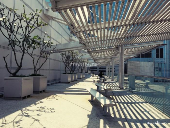 Hành lang nghỉ ngơi dành cho khách tại một shopping mall