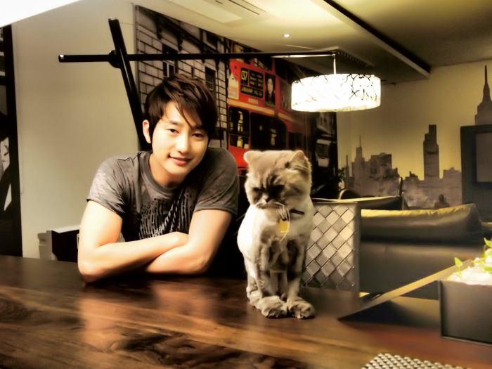 """""""Hoàng tử nụ cười"""" Park Shi Hoo"""