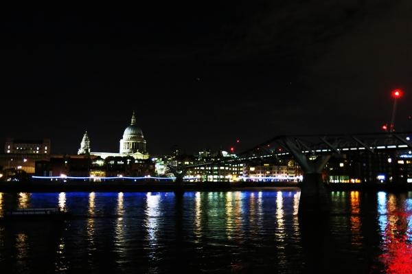 Sông Thames ngày hôm ấy